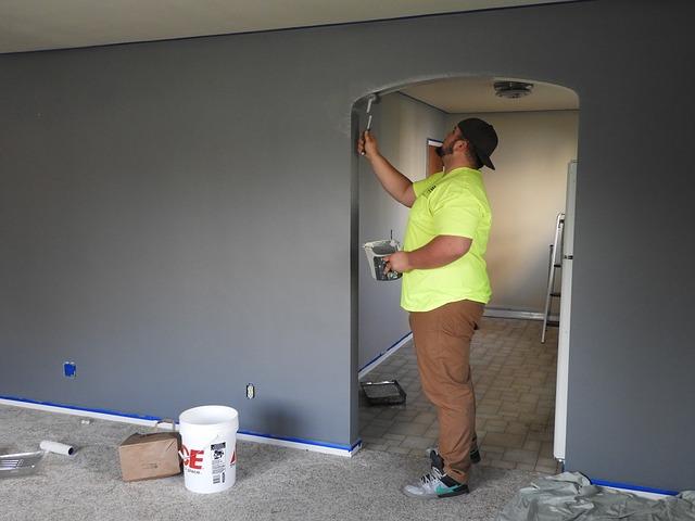 malíř ve dveřích