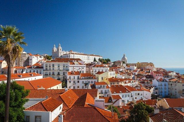 pohled na střechy Lisabonu